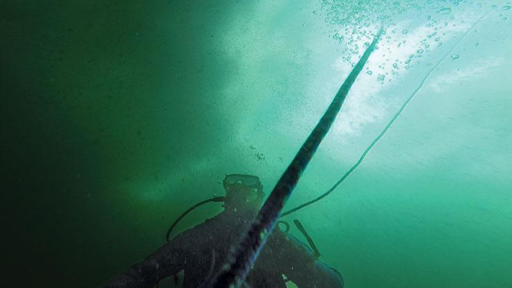 ice-dive-underwater