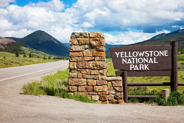 10 Fun Facts About Yellowstone